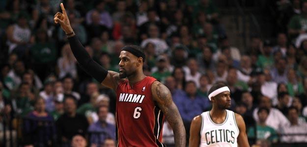 LeBron James, alero de los Miami Heat, estrella del sexto partido contra los Celtics