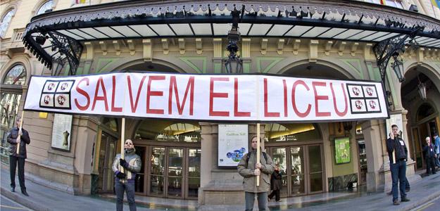 Medio centenar de trabajadores del Gran Teatro del Liceo de Barcelona se concentraron hace unos días ante las puertas del teatro.