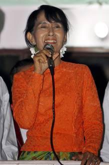 SUU KYI Y EL PARTIDO DE LOS GENERALES BIRMANOS SE MIDEN EN LAS URNAS 1 DE ABRIL DE 2012