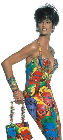 Linda Evangelista vestida de Versace