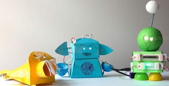 Algunos niños camuflan los LittleBits dentro de muñecos hechos con papel o cartulina, a modo de 'pequeños robots'