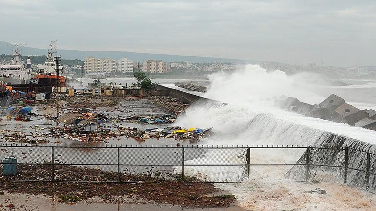 El este de la India se prepara para la llegada del ciclón Phailin