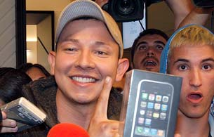 Ver vídeo  'Llega el iPhone a España con gran expectación'