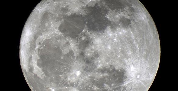 La noche del 5 de mayo se podrá observar la Luna más grande de 2012, con un tamaño ligeramente superior al normal que podrán apreciar los astrónomos aficionados con sus telescopios.