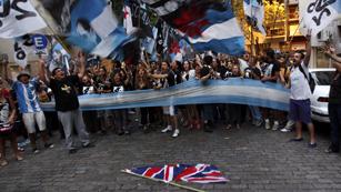 Ver vídeo  'Llegada polémica del Príncipe Guillermo de Inglaterra a Las Malvinas'