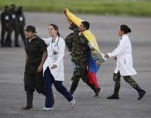 Llegan a Villavicencio los últimos 10 rehenes militares liberados por las FARC