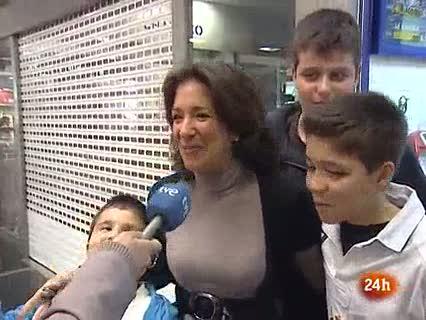 Ver vídeo  'La lotera que vendió el segundo premio de la loteria de 'El niño' en Madrid'