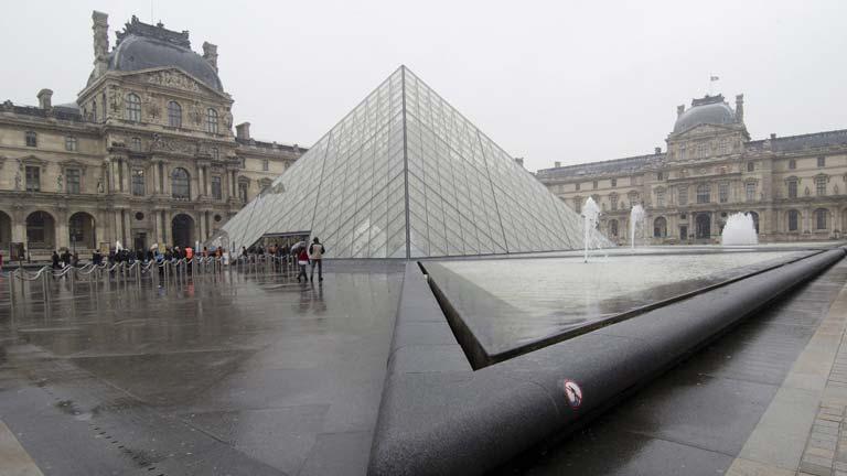 El museo del Louvre abre sus puertas después de la protesta de seguridad