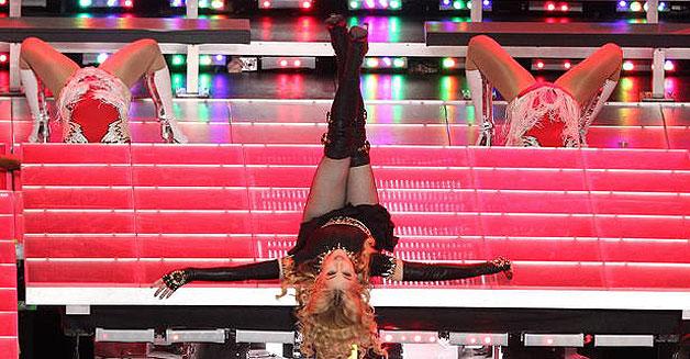 Madonna ha repasado sus grandes éxitos en su actuación de la Super Bowl