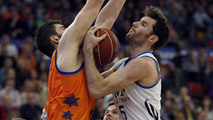 Ir al Video&nbsp;El Madrid choca contra el Valencia Basket