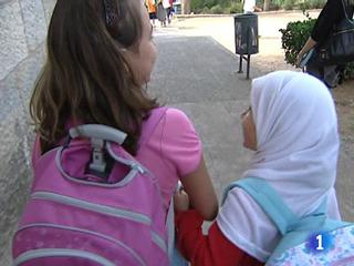 Ver v?deo  'En Madrid, un instituto ha prohibido a una alumna asistir a clase cubierta con el velo islámico'