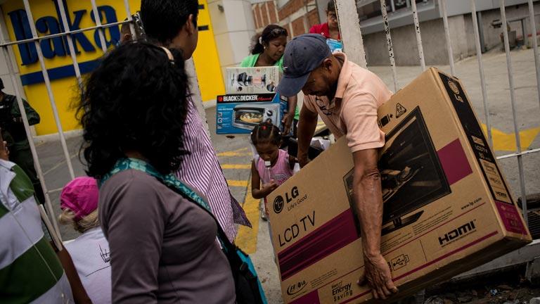 Maduro ordena la ocupación militar de una cadena de electrodomésticos venezolana y la venta de productos a precio de coste