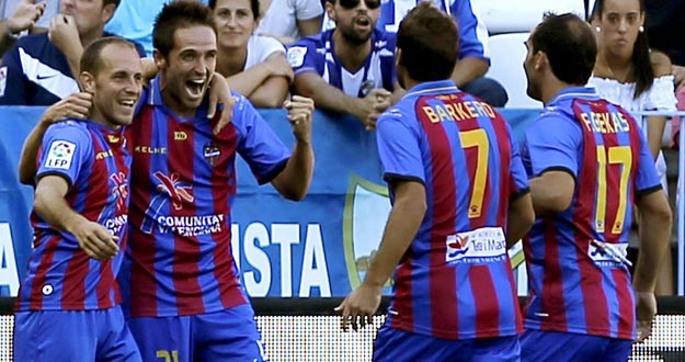 Los jugadores del Levante celebran un gol en la presente Liga. Este jueves se estrenan en competici&oacute;n europea.
