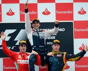 Maldonado gana y Alonso alcanza a Vettel en el liderato
