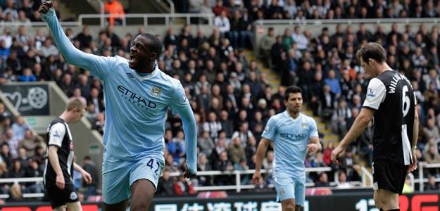Touré Yaya celebra uno de sus dos goles contra el Newcastle