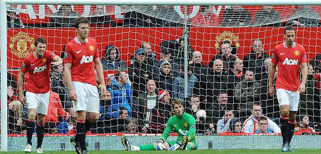 El portero español del Manchester United David De Gea se lamenta tras no conseguir para el 4-4 ante el Everton.
