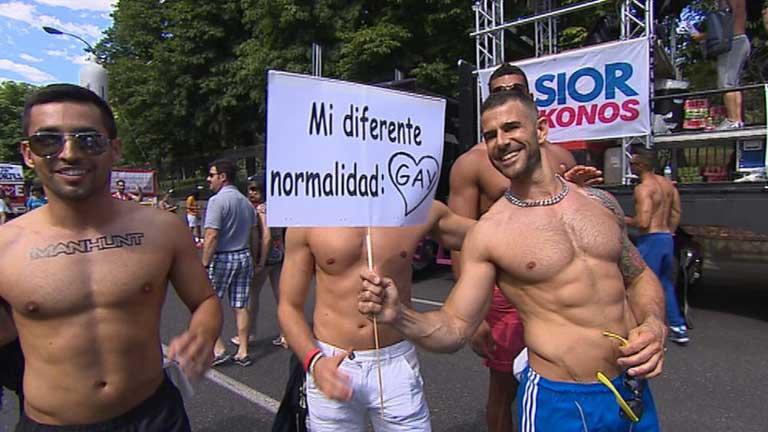"""Miles de personas reivindican en Madrid un """"matrimonio igualitario"""""""
