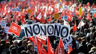 Ver vídeo  'Manifestación en Madrid contra la reforma laboral'
