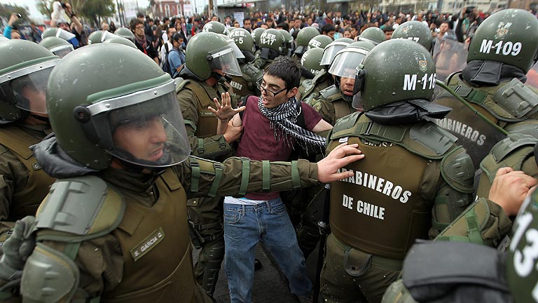 Más de 200 detenidos y 34 heridos en una manifestación estudiantil en Chile
