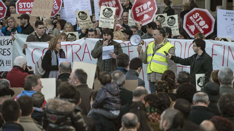 Miles de personas se manifiestan en 48 ciudades contra los desahucios