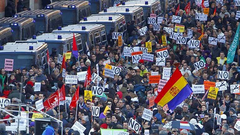 Miles de personas se manifiestan en varias ciudades españolas