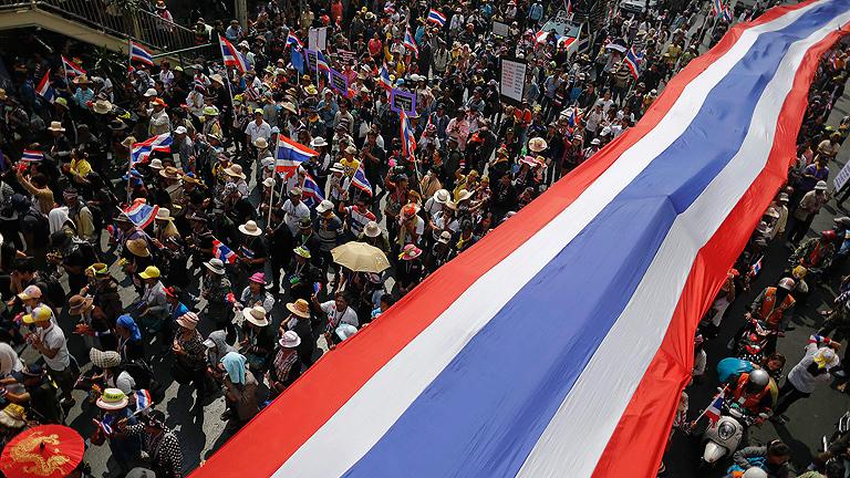 Miles de manifestantes piden cancelar las elecciones en Tailandia