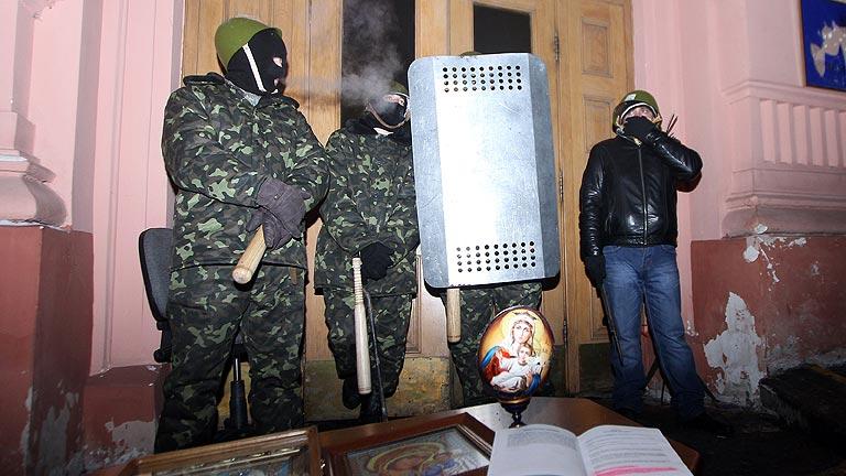 El Gobierno ucraniano amenaza a los manifestantes con pedir el estado de excepción