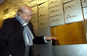 Ver vídeo  'Manuel Alexandre deja su legado en la Caja de las Letras del Instituto Cervantes'