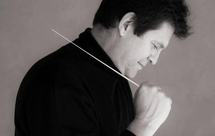 Manuel Hernández-Silva. Director de orquesta