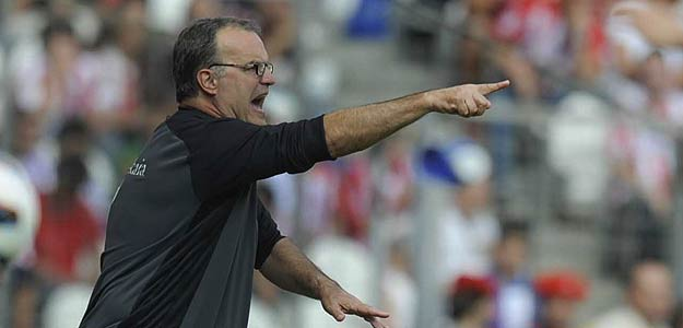 Marcelo Bielsa ha confirmado que Llorente no será titular, pero Amorebieta sí, ante el Espanyol en Cornella-El Prat.