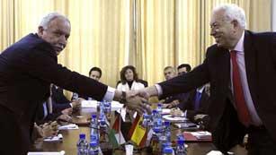 Ver vídeo  'Margallo continúa su gira por Oriente Medio'