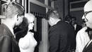 Marilyn Monroe con el presidente de EEUU John F. Kennedy (de espaldas a la c&aacute;mara) y el fiscal general Robert Kennedy (izquierda), con motivo de las celebraciones del 45&ordm; cumplea&ntilde;os del presidente Kennedy en el Madison Square Garden de Nueva York.