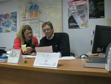 Mariola y Amparo, en su oficina de la comisaría de Puertollano
