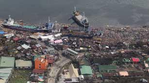 Ver vídeo  'Más de 10.000 muertos por el paso del tifón Yolanda en Filipinas'