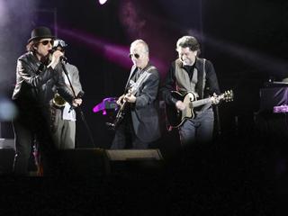 Ver vídeo  'Más de 10.000 personas vibran en Gredos en el último y único concierto del año de Sabina'