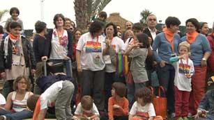 Ver vídeo  'Más de 200 familias de 23 paises participan encuentro europeo de familias lesbianas, gays y transexuales'