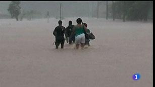Ver vídeo  'Más de 7.000 evacuados en las islas Fiyi por las inundaciones'