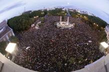 MÁS DE MIL PERSONAS SE CONCENTRAN FRENTE AL CONGRESO DE LOS DIPUTADOS