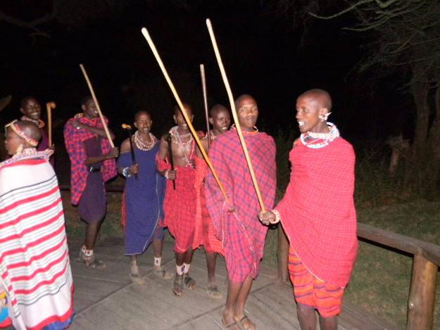 Los masai nos dedicaron una de sus danzas - Buscamundos