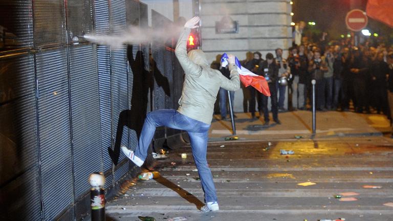 Diez detenidos en Francia por las violentas protestas de anoche