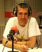 Máximo Pradera es guionista, humorista, escritor, presentador de radio y televisión... Cuenta con varios premios Ondas gracias a su originalidad, su humor ácido y su provocación.