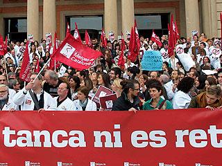 Ver vídeo  'Los médicos catalanes convocan huelgas para protestar contra los recortes en sanidad'