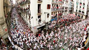 Ver vídeo  'Los mejores momentos del primer encierro de San Fermín 2012'