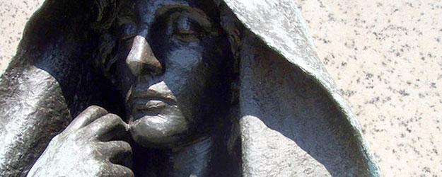 Escultura de Marian Hooper Adams, la supuesta fantasma que habita el Hotel Hay-Adams de Washington.