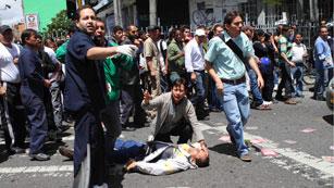Ver vídeo  'Al menos cinco muertos en un atentado en Bogotá'
