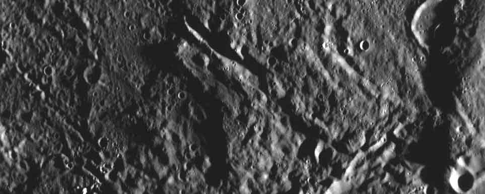 Superficie de Mercurio fotografiada por Messenger