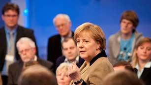 Ver vídeo  'Merkel cede a la presión y aceptará aumentar el 'cortafuegos' europeo'