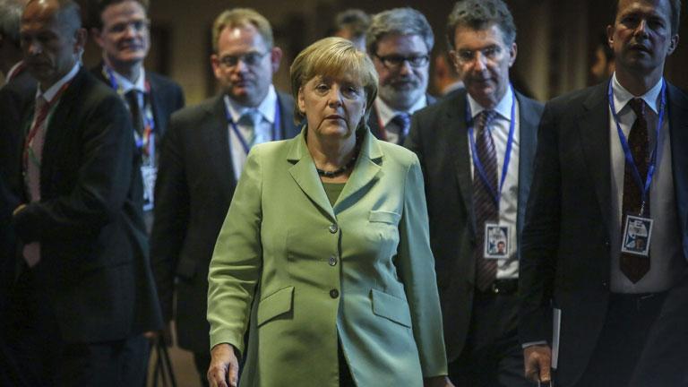 Merkel cita en Berlín a todos los líderes de la UE para debatir sobre paro juvenil