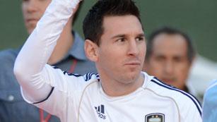 Ver vídeo  'Messi intenta olvidar sus penas con la selección argentina'