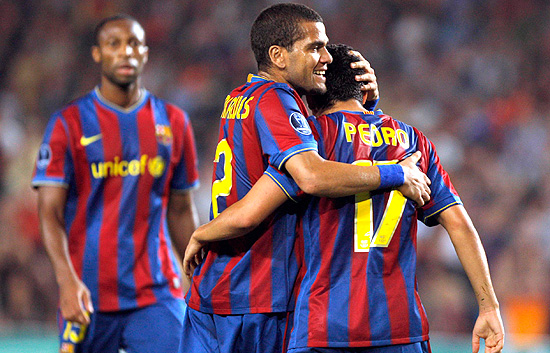 Messi y Pedro liquidaron al Dinamo